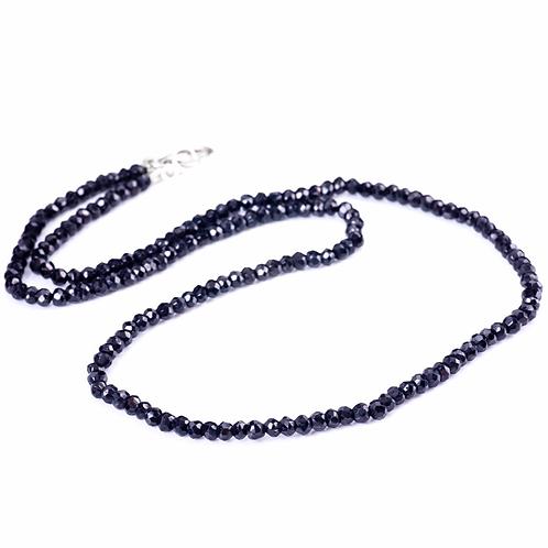 collier en Spinelle noire