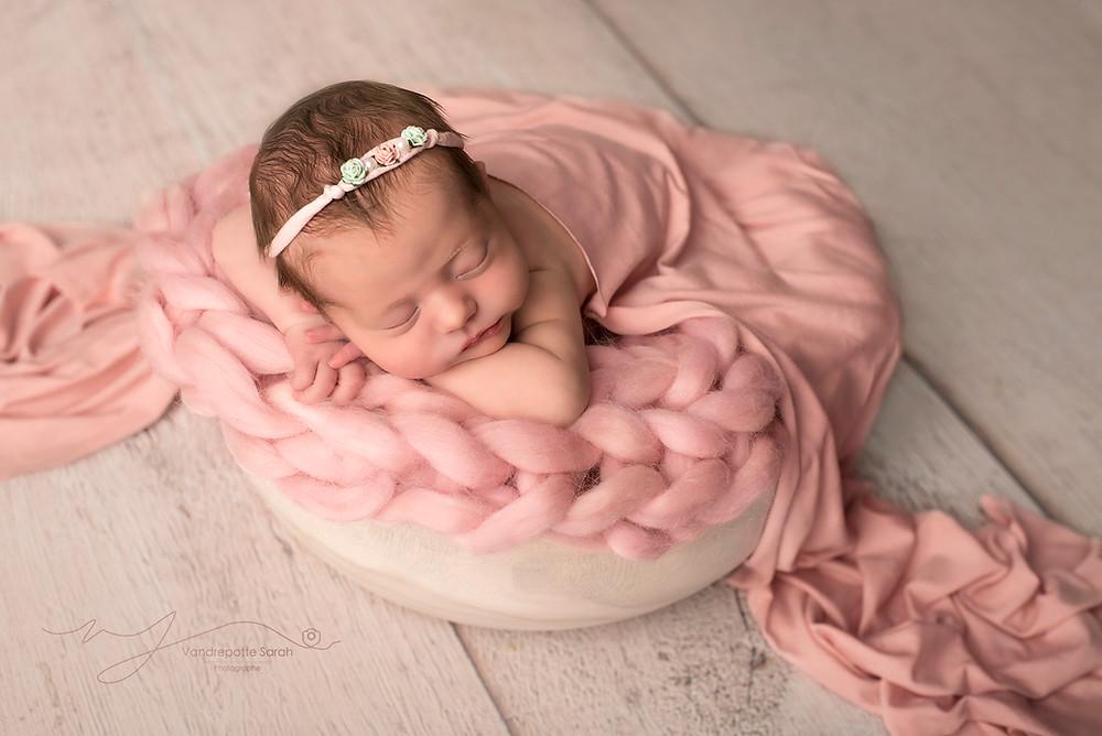 Photographe naissance à Roubaix près de Lille, je vous accueil dans mon studio pour réaliser la séance naissance de votre bébé. Photographe naissance Lille Roubaix Tourcoing Mouscron
