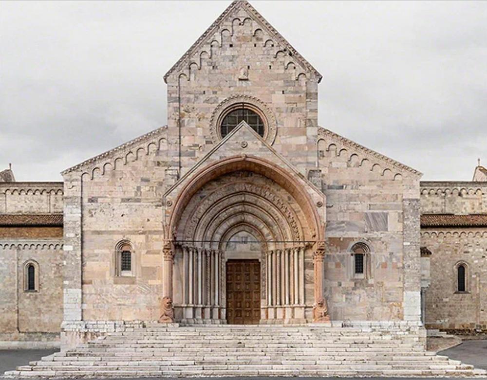 Markus Brunetti, Ancona, Basilica Cattedrale di San Ciriaco (2014). Courtesy of Axel Vervoordt Gallery.