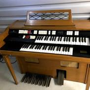 Wurlitzer organ 3.jpg