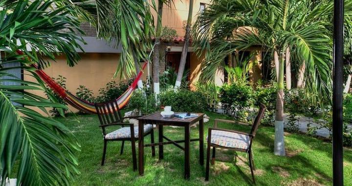 casa verano - garden.jpeg