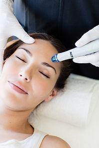 Hydrafacial_Female-Treatment-3_1.jpg