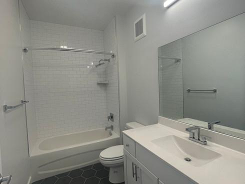 Unit_306_Bathroom_2.jpg