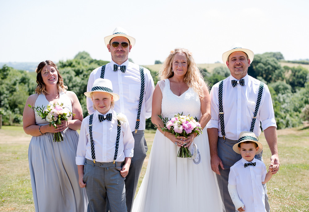 List for planning your wedding group photographs