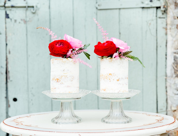 Mini wedding cakes by Edible Essence