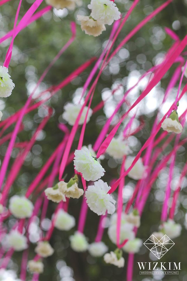 Hang white flower with stunning pink ribbon#wizkimwedding