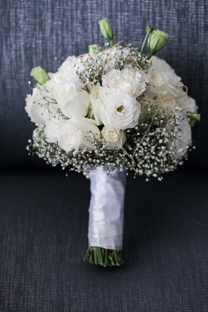 The Bride carried a bouquet of Garden Rose,Lycentus,baby breath to the ceremony