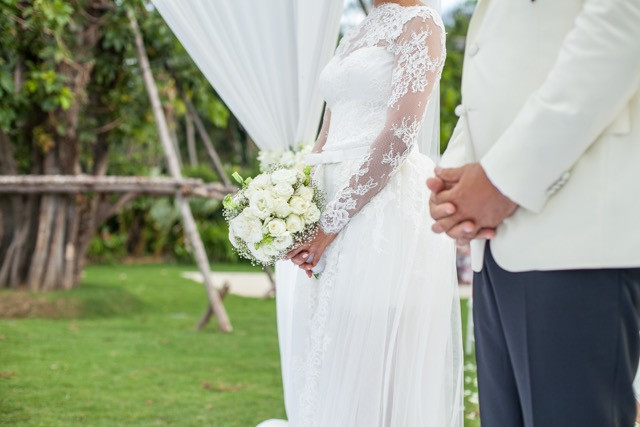 At the Ceremony ,the Ivory White bouquet style by the bride. 