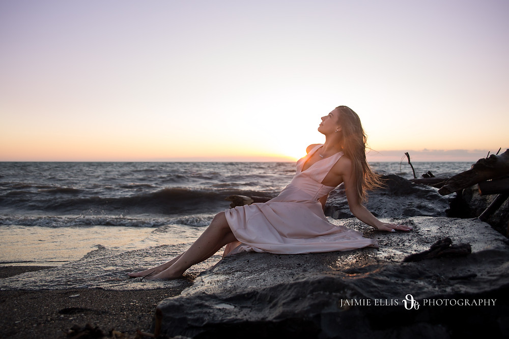 Beach Babe Boudoir photo session from Jaimie Ellis Photography in Buffalo NY