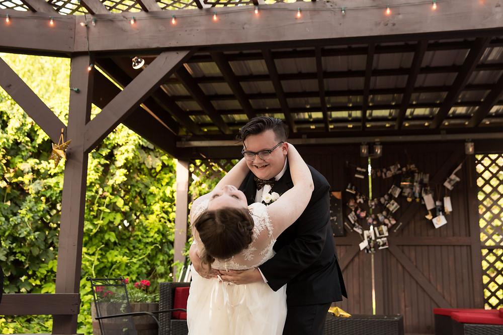 Becker Farms Vizcarra Vineyards Gasport NY elopement wedding cocktail hour