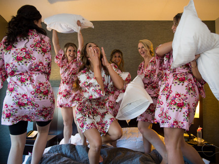 13 Must-Have Getting Ready Photos on your Wedding Day