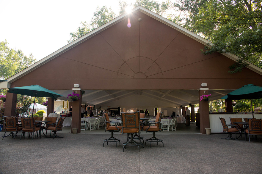 Banchetti by Rizzo's Buffalo NY outdoor wedding venue