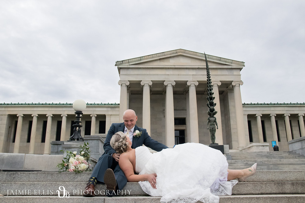 bride and groom wedding photo at the Albright Knox Art Gallery Delaware Park in Buffalo