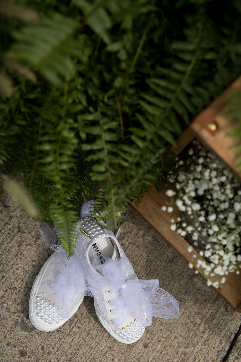 converse bride shoes and ferns wedding detail