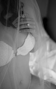preparing for your bridal boudoir session what to bring