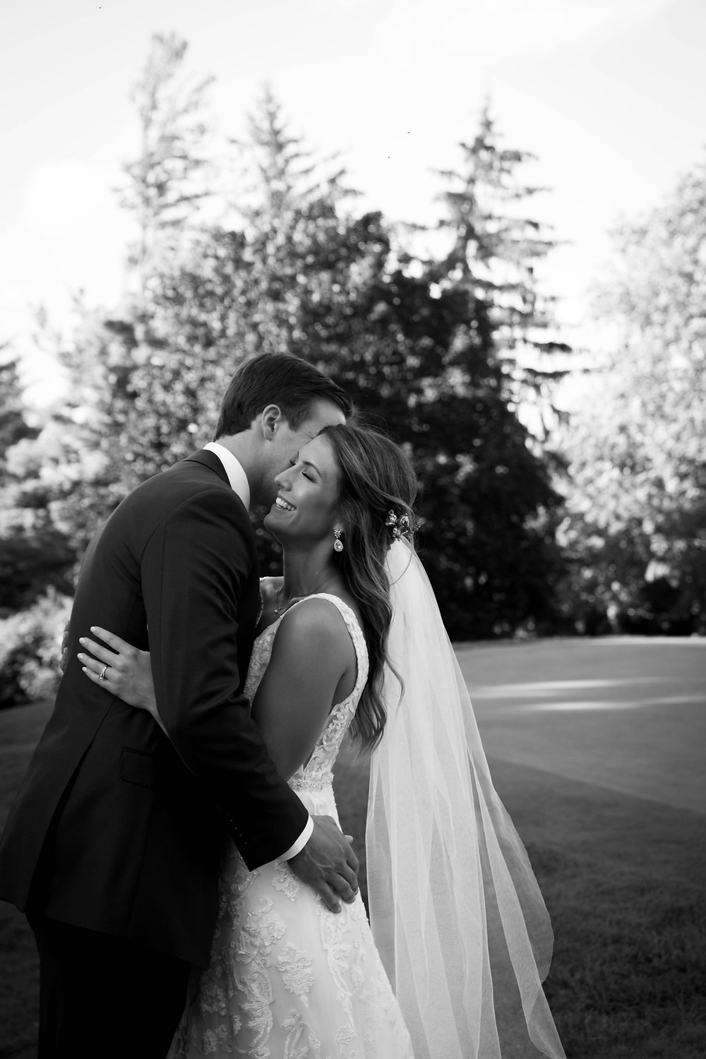 country club of Buffalo september fall summer wedding bride and groom 18th hole