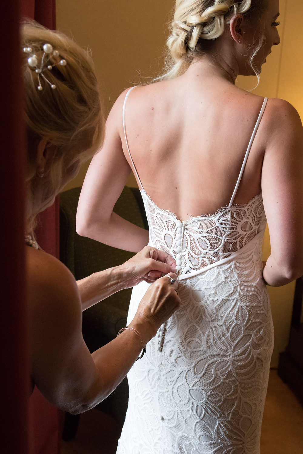 13 must have getting ready photos on your wedding day