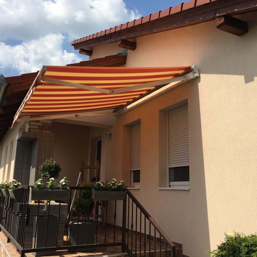 Motoros redőny beépítése családi házban Gyömrőn - Csiziredőny