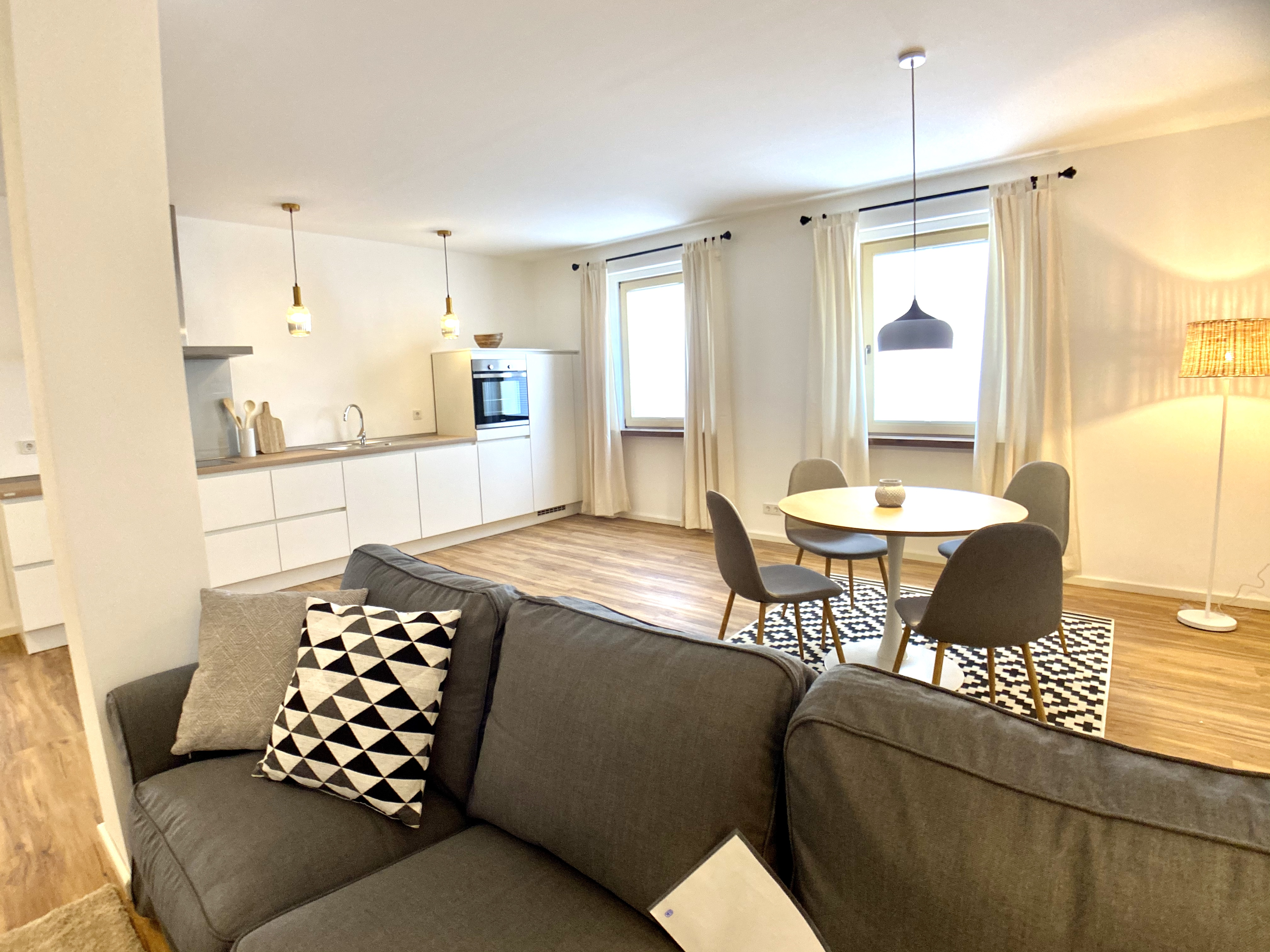 Offene Küche mit Wohn-Essbereich