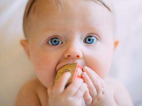 È la dentizione la causa dei vostri problemi con il sonno?