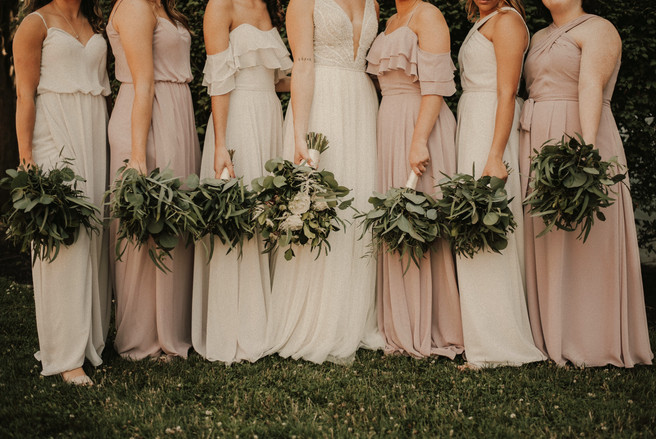 Bridesmaids%20and%20their%20flowers_edit