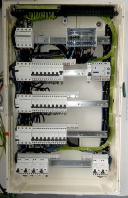 Installation d'armoire électrique en cours