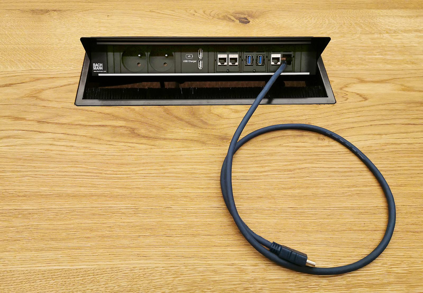 Connectique intégrée au mobilier