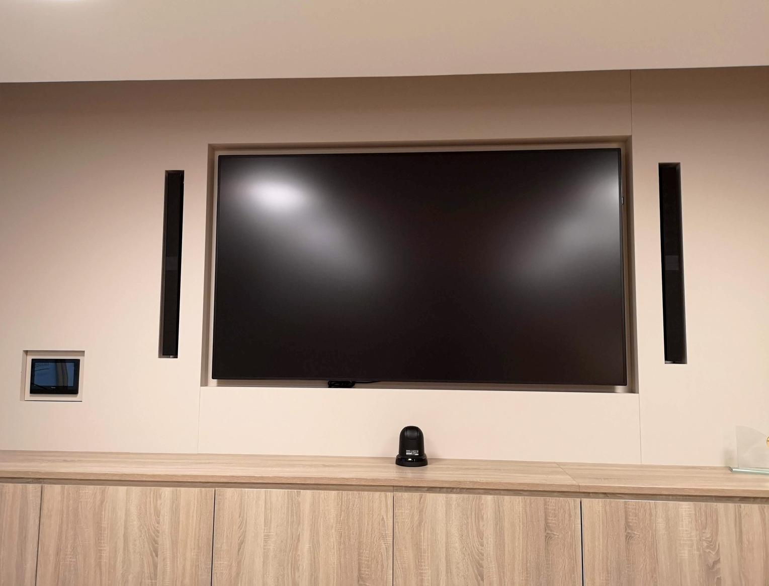 Intégration de cet écran dans le mur