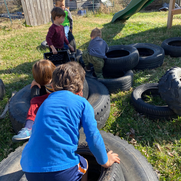 Little Yard loose parts play