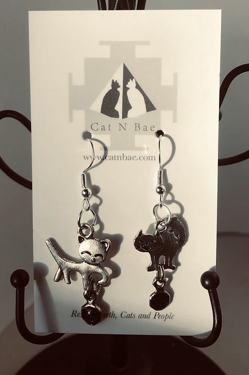 Green good and bed cats Earrings