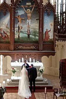 Brautpaar vorm Altar.JPG