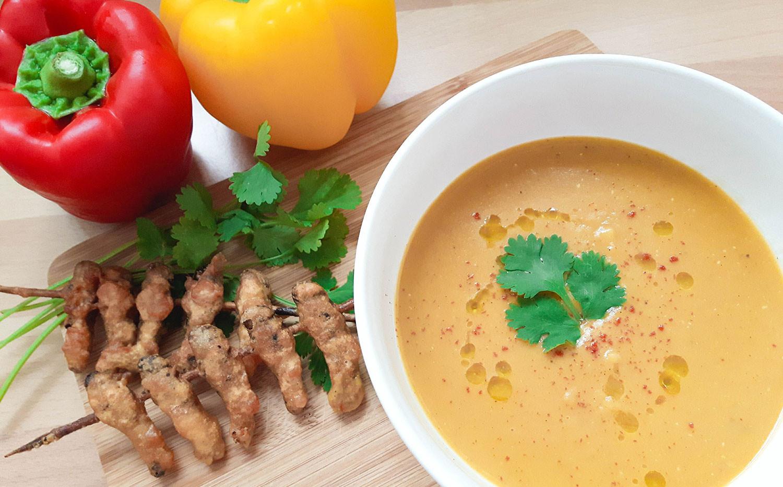 Heuschrecken im Backteig mit Kürbissuppe