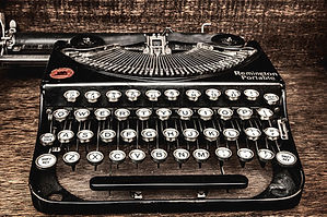 photo-of-a-vintage-remington-typewriter-