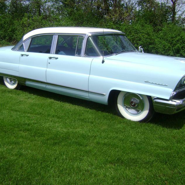 1956 Lincoln Capri 563.jpg