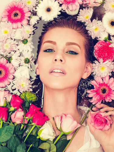 DROWNING IN FLOWERS