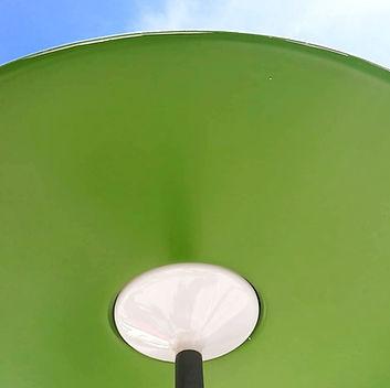 Parasol vert du mobilier urbain EMA pour la SNCF à lma gare de Facture Biganos