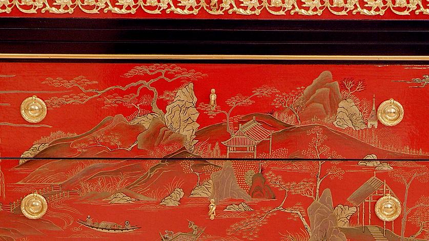 détail laque chinoise sur une commode manufacture EMBLEM PARIS dans leur showroom parisien