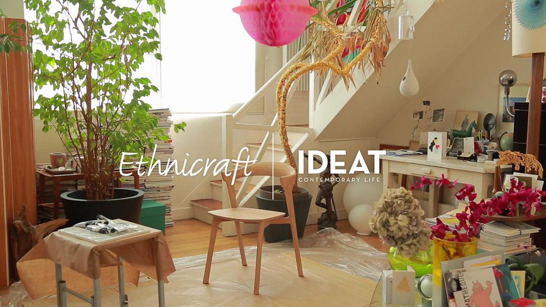 Présentation de la chaise BOK de la marque de mobilier ETHICRAFT, colorée par l'illustrateur ERIC GIRIAT. On assiste à toutes les étapes de réflexion et de création de cette mise en couleur, pour une opération de communication pour le magasine IDEAT