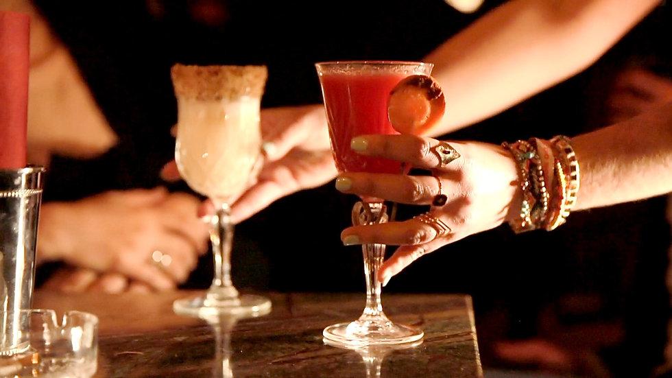 Deux cocktails de la nouvelle collection du bar parisien LA COMMUNE PUNCH CLUB, un des meilleurs du monde.
