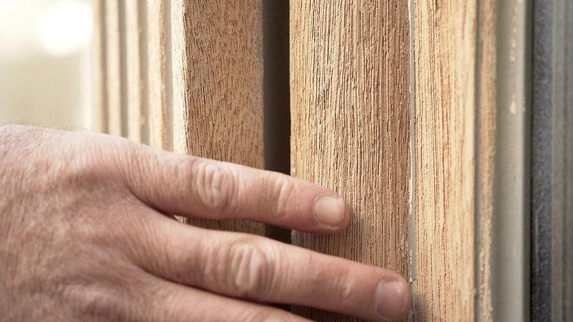 une partie de la façade en bois du resta