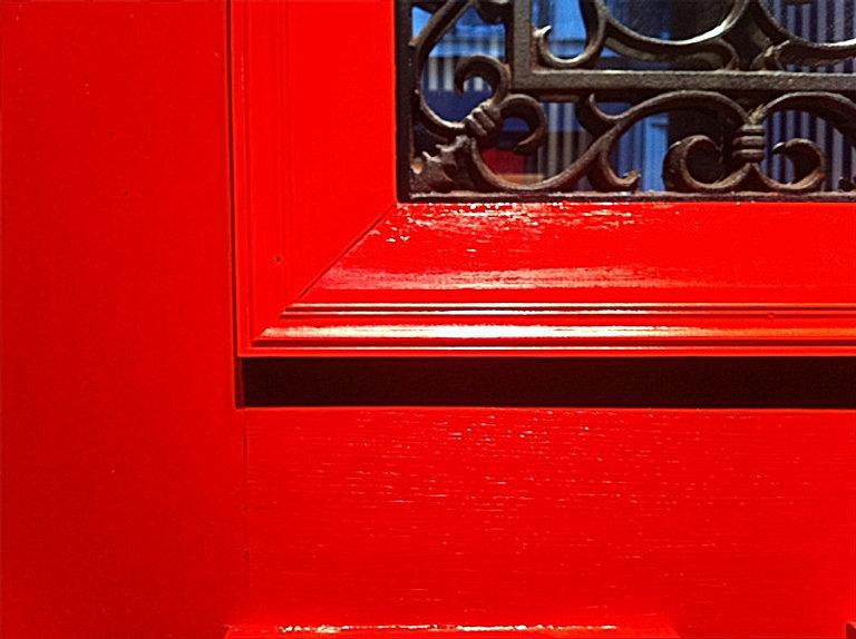 LITTLE RED DOOR PORTE.jpg