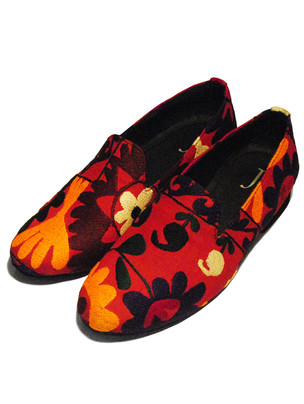 Thread Embroidery Mismatch Loafers