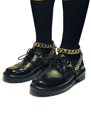 Mixed leather brogues with Metallic chain