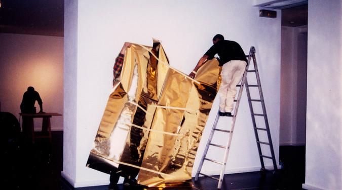 Quelques lieux Octobre 1999 Musée des Beaux-Arts de Dole, France Adhésif doré et techniques mixtes