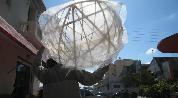 Passage de la modernité Février 2008 Inox, adhésif doré, verre, métal, 90 cm de diamètre