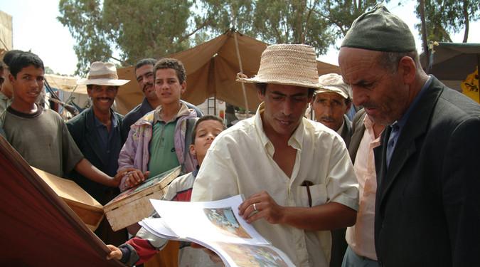 Portraits de famille V  (Le bout du monde) Souk Had Oulad Frej (Maroc), Août-septembre 2003