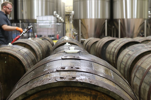 stainless_steel_tanks_and_wooden_barrels