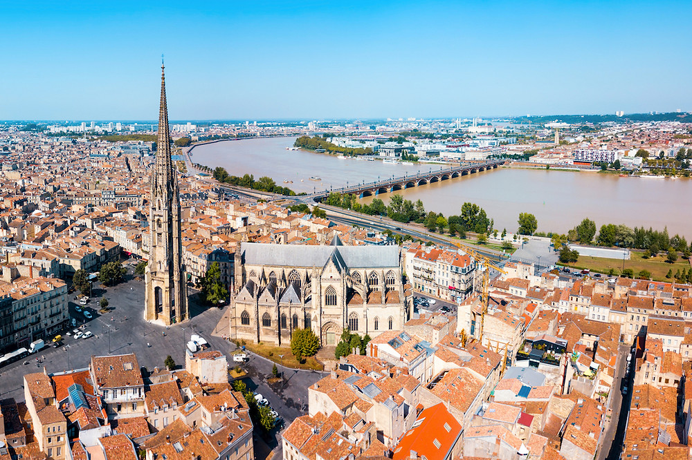 Town of Bordeaux with river running through it.