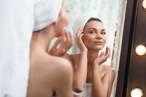 BONECO_woman_mirror.jpg