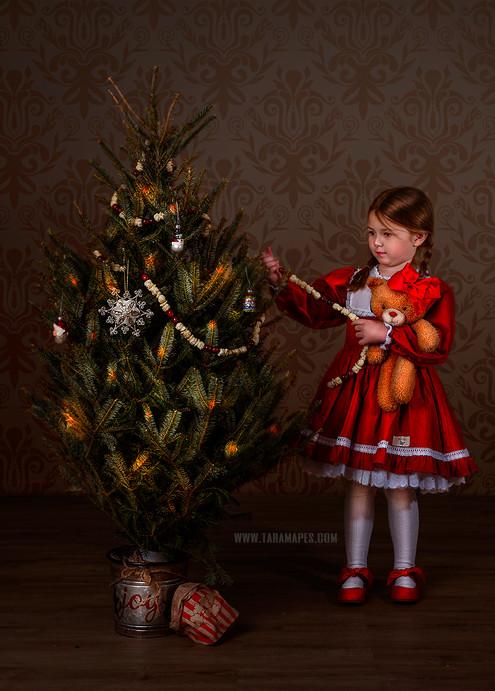 decorating-the-tree-social-media.jpg